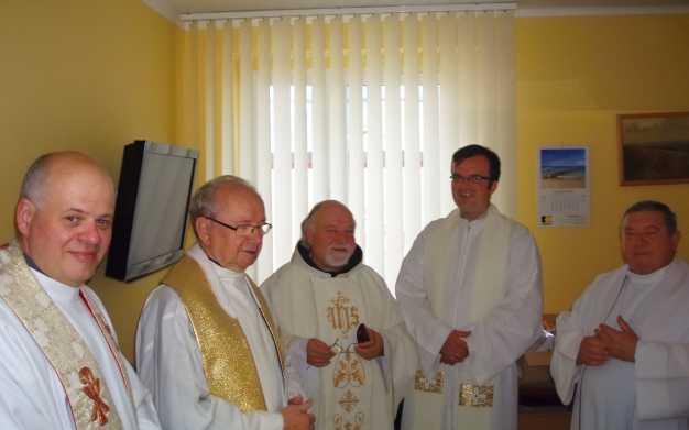 Kapłani przed rozpoczęciem Uroczystości