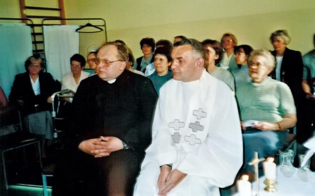 Od lewej ks. Romuald Adamski i ks. Stanisław Achtelik