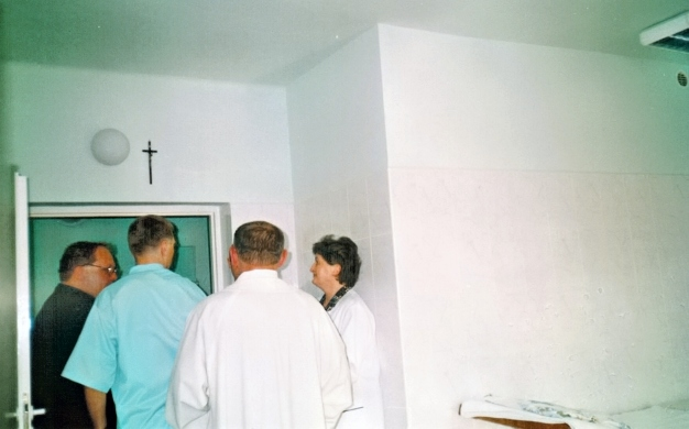 Zawieszenie krzyży w pomieszczeniach zabiegowych