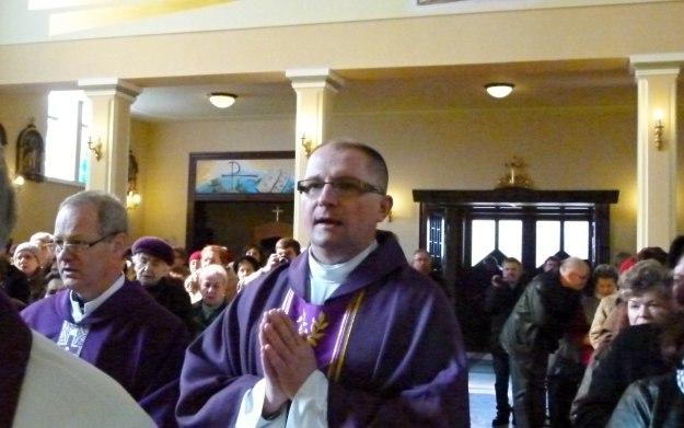 Procesyjne wejście kapłanów